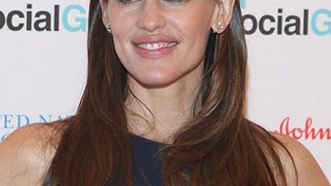 Jennifer Garner's Stance on Sunscreen | StyleCaster