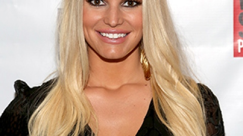 News: Jessica Simpson Gets the Big Chop; How to DIY the Best Fall Mani | StyleCaster