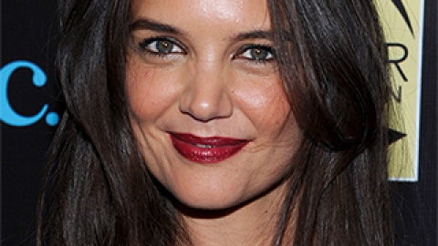 News: Katie Holmes's Go-To Hairstyle; How to Play Up Pale Winter Skin | StyleCaster