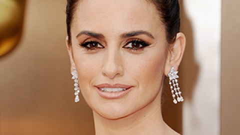 News: Penelope Cruz Gets a Sexy New Title; An App for Better Skin | StyleCaster