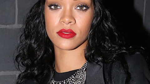 News: Rihanna Switches It Up Again; A Closer Look at Burt's Bees | StyleCaster