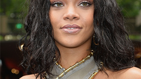 News: Rihanna's Perfume Ad Banned; Lip Color Tips from Experts | StyleCaster
