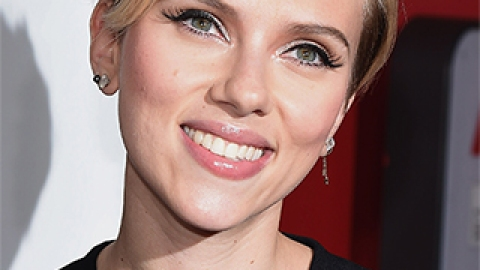News: Scarlett Johansson's Body Talk; Easy Holiday Updos | StyleCaster