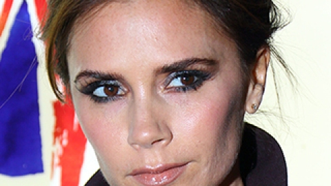 News: Victoria Beckham's Beauty Obsession; An Oil-Only Beauty Regime | StyleCaster