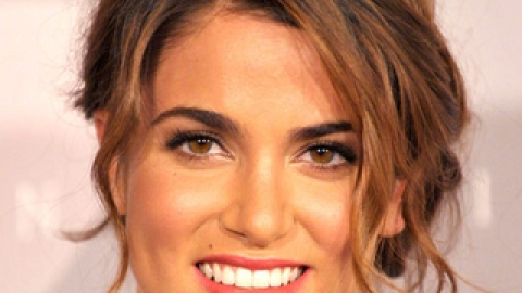 Get The Ultimate Summer Look: Nikki Reed's Coral Lips & Bronzed Skin! | StyleCaster