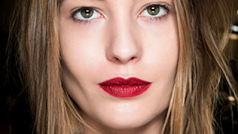 5 Simple Tricks to Ensure Your New Year's Eve Makeup Lasts the Night   StyleCaster