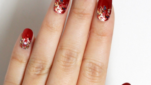 The Glitter Manicures You Need This NYE | StyleCaster