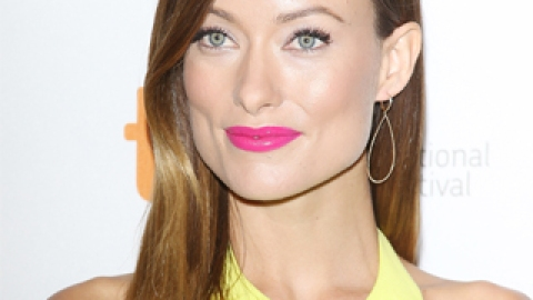 Last Call! Two Ways to Wear Hot Pink Lipstick Before Fall Kicks In | StyleCaster
