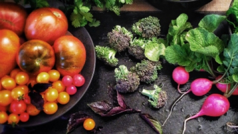 10 Beauty-Boosting Foods to Buy Organic   StyleCaster