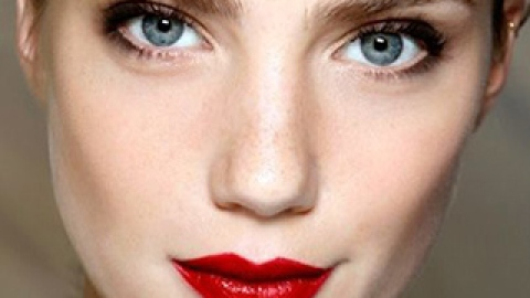 15 Perfectly Timeless Red Lipstick Looks   StyleCaster