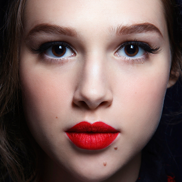 How to Wear Red Lipstick: Ideas for Every Shade