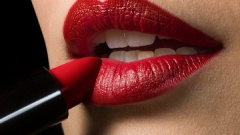 Lipsticks That Won't Dry You Out | StyleCaster