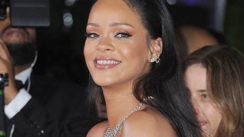 Rihanna's Perfume of Choice Smells Like a Very Expensive Marshmallow | StyleCaster