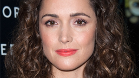 Rose Byrne Gives Duchess of Cambrige Bange Advice; Rabbi Launches Hanukkah Nail Decals | StyleCaster