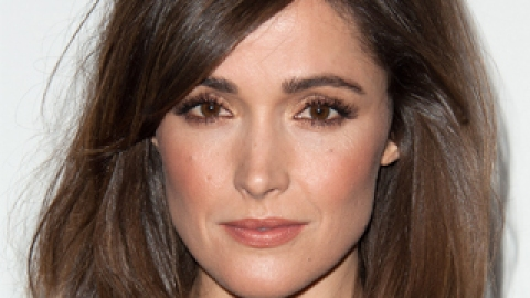 Rose Byrne's Simple (But Smoldering) Makeup Look Is Party-Perfect | StyleCaster