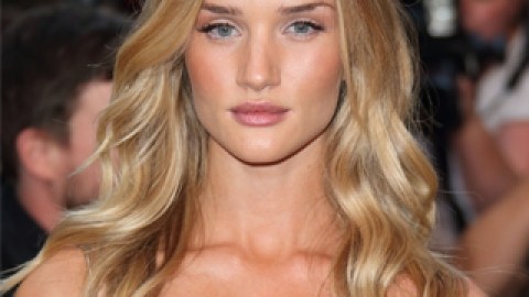 The Simple Trick to Soft, Loose Waves   StyleCaster