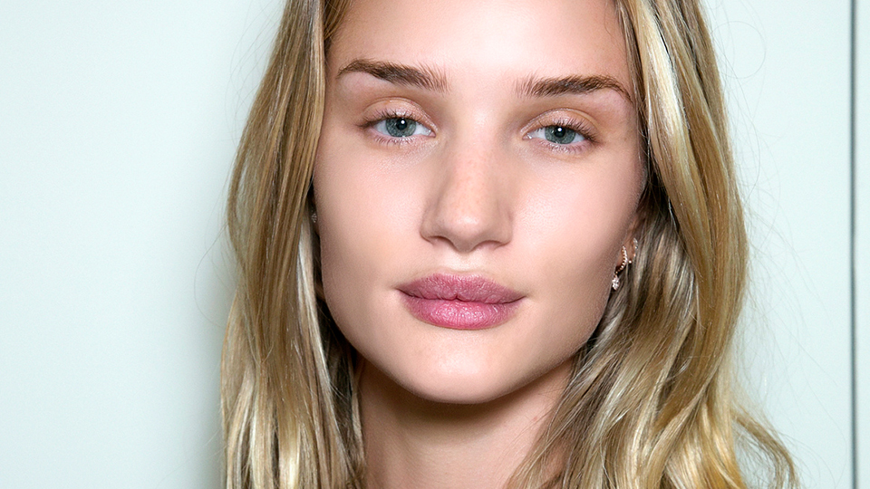 The Primer Trick Rosie Huntington-Whiteley's MUA Uses for Dewy Skin