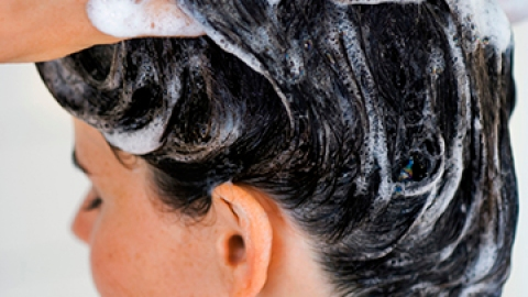 The Right Way to Wash Your Hair | StyleCaster