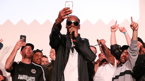 Snoop Dogg Wants Nothing to Do with the $924 T-Shirt with His Face on It   StyleCaster