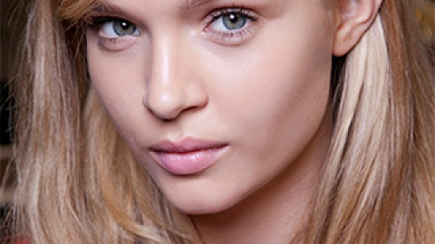 How to Hide All Evidence of Sweaty Summer Skin | StyleCaster