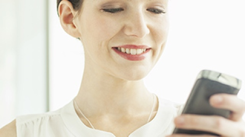 8 Smart Ways to Avoid Neck Pain and Nerve Damage from Texting | StyleCaster