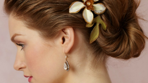 The Prettiest Hair Accessories for Your Wedding Day | StyleCaster