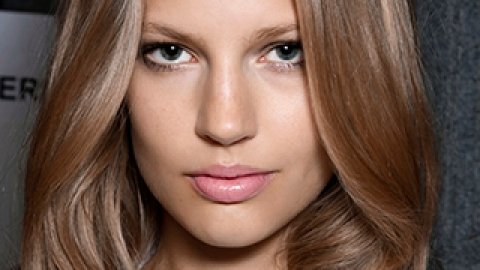 How to Add a Subtle Glow to Dull Winter Skin   StyleCaster