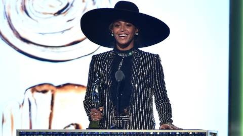 Surprise! Beyoncé Is the CFDA's Fashion Icon of the Year | StyleCaster