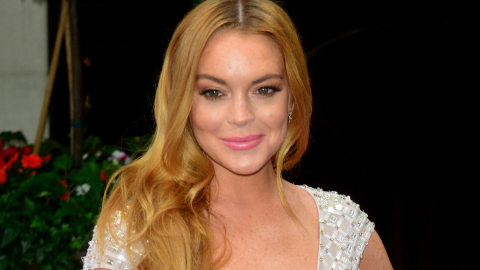 Lindsay Lohan Spotted Drinking and Smoking on a Yacht Amid Pregnancy Rumors   StyleCaster