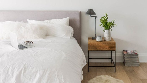 15 Bedside Table Styling Tricks You'll Be Obsessed With | StyleCaster