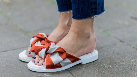 The Best Flat Sandals to Wear When Your Feet Have Fuc*ing Had It   StyleCaster