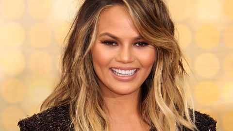 Chrissy Teigen Says Clean Eating Obvs Includes Potato Chips | StyleCaster