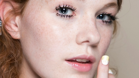 13 Chic Lip Glosses That Look Nothing Like Their '90s Counterparts | StyleCaster