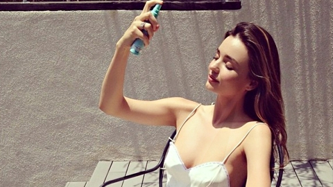 Can SPF Setting Sprays Solve Your Biggest Summer Beauty Conundrum? | StyleCaster