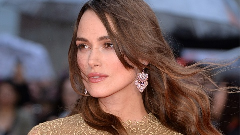 Keira Knightley Reveals Her Perfect Hair Is a Wig   StyleCaster
