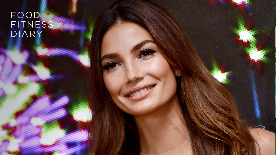 lily aldridge Try Lily Aldridges Takeout Salad Next Time You Order Lunch