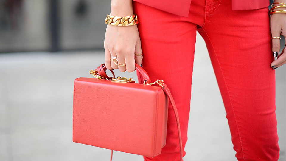 10 Incredibly Chic Ways to Wear Sculptural Jewelry This Fall