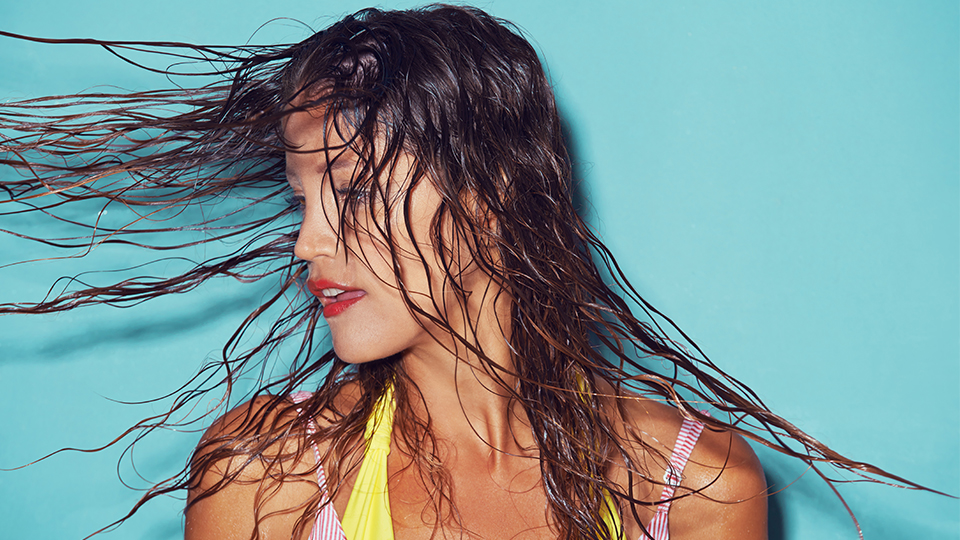 How to Sleep on Wet Hair—and Look Damn Good in the Morning
