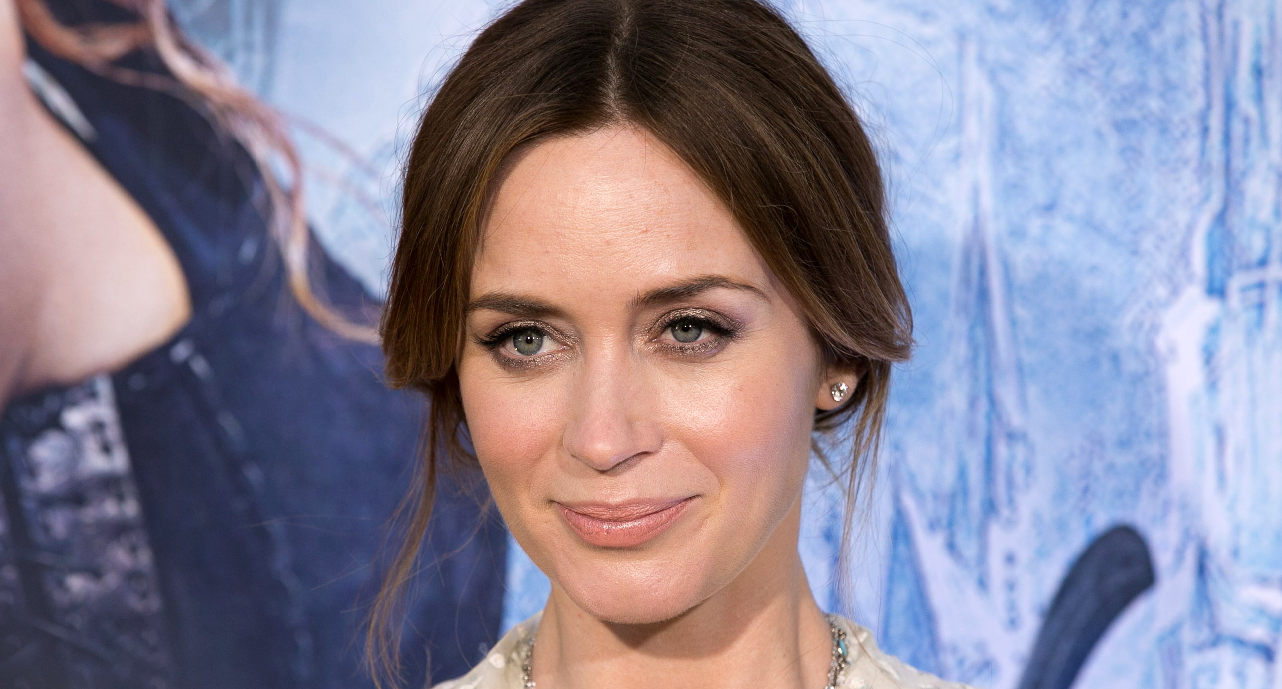 Emily Blunt Debuts Short Blonde Hair Looks Incredible Stylecaster