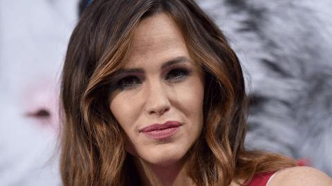 Jen Garner Hits Film Festival Makeup-Free, Looks Gorgeous   StyleCaster