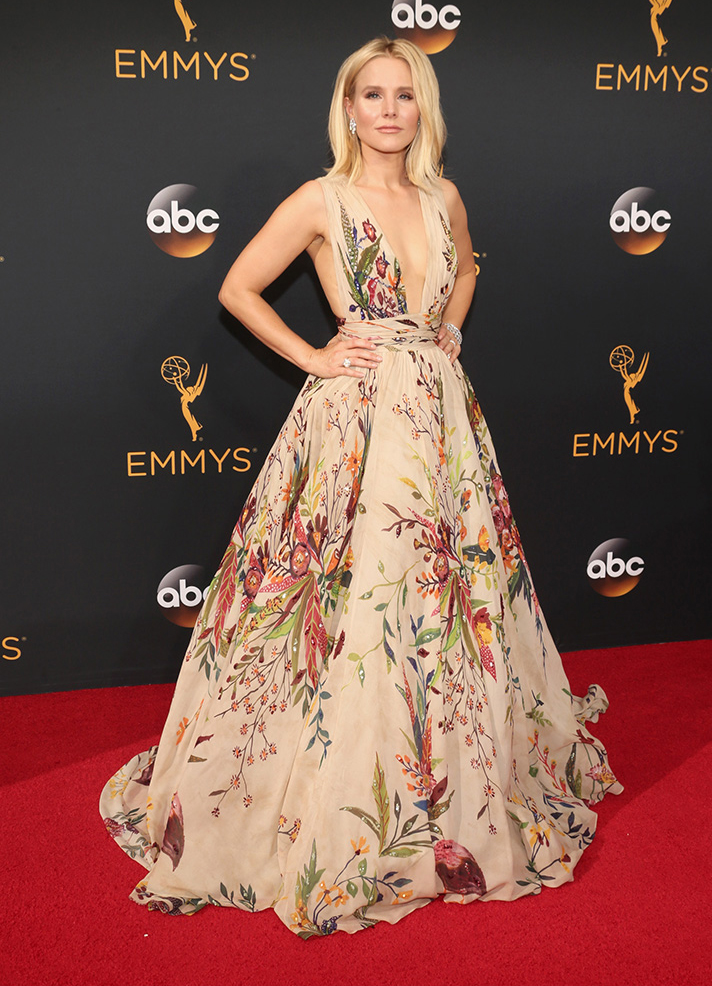 kristen bell emmys5 Kristen Bell Wore a $4 Item From Whole Foods to The Emmys