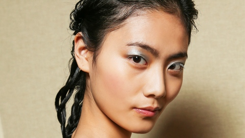 This Brilliant Makeup Hack Can Make Even The Driest Winter Skin Look Dewy   StyleCaster