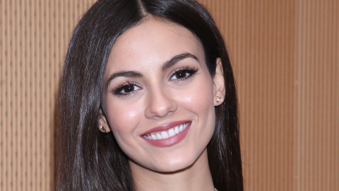 Victoria Justice's All-Natural $3 Skin Care Hack | StyleCaster