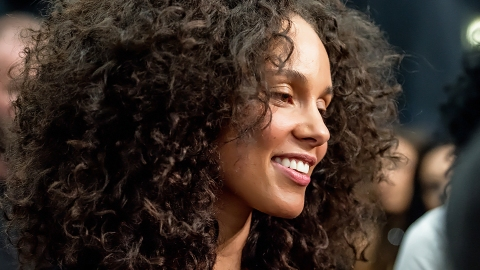 """Alicia Keys on Her Perfect Skin: """"It Took Me Forever"""" 