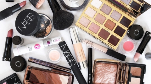 24 Photos of How Real People *Actually* Organize Their Makeup   StyleCaster
