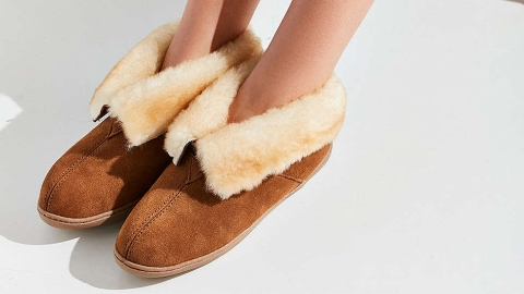 21 Pairs of Slippers You'll Never Want to Take Off | StyleCaster