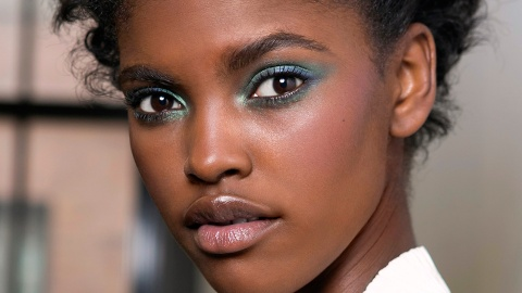 15 Reasons to Switch Out Your Powder Eyeshadow for THIS | StyleCaster