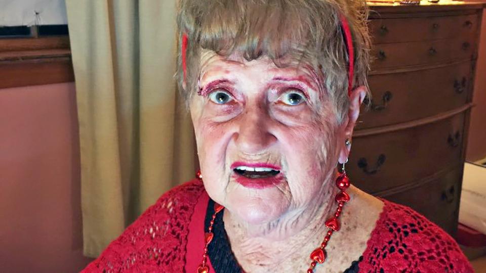 Meet Grandma Lill, the Adorable Grandma Doing Makeup Tutorials