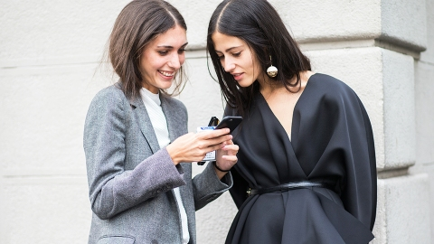 Do You Know The Answer to The Most-Googled Beauty Question of 2016?   StyleCaster