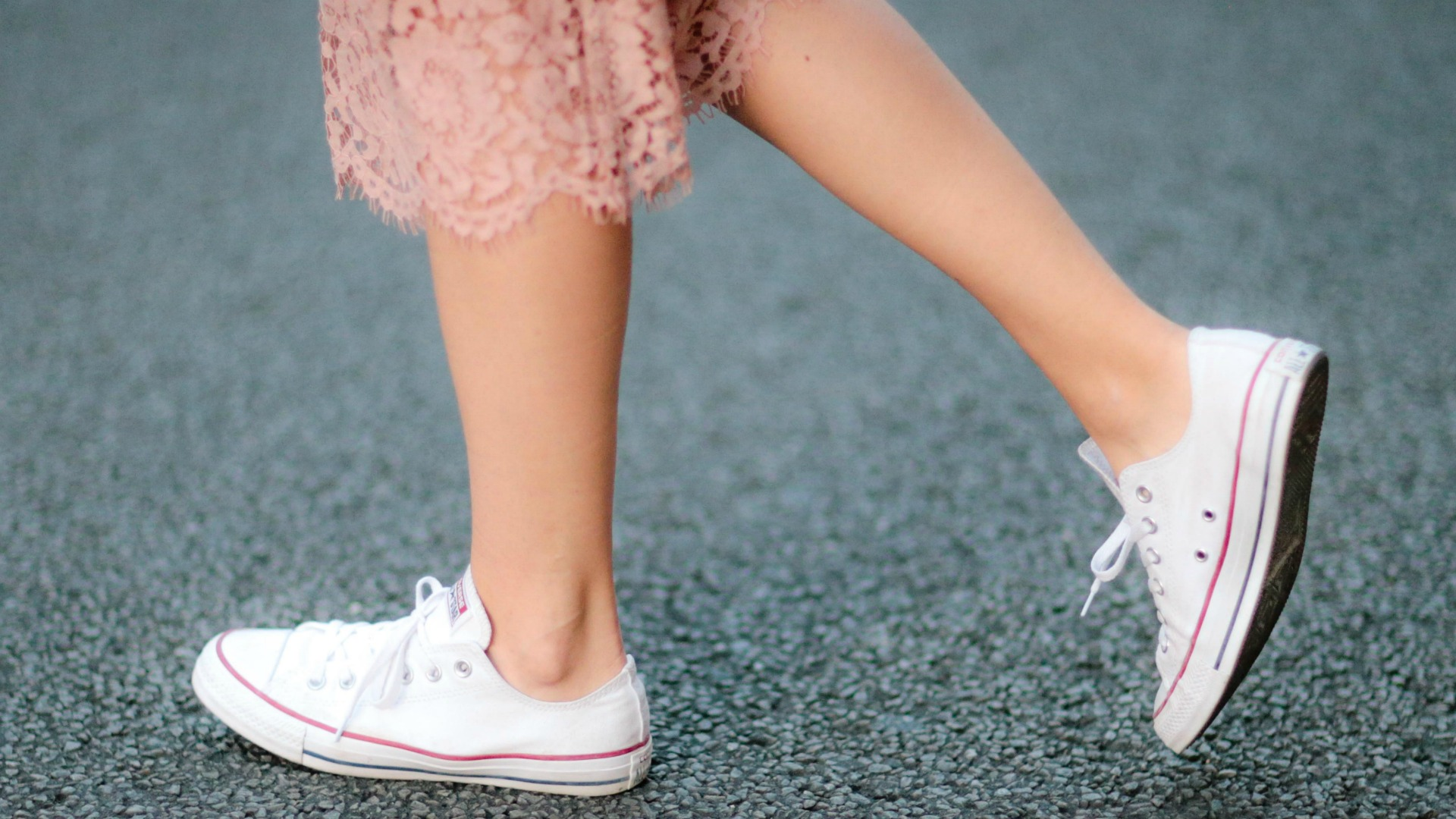 35 Stylish Ways to Wear a Pair of Converse Sneakers